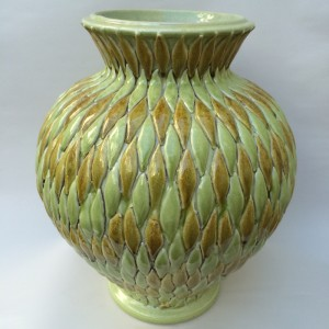 NDD Vase with Green and Alternating Diamond Design (800x800)