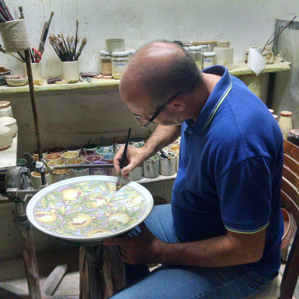It's so fun to see the artists at work on Italian ceramics!