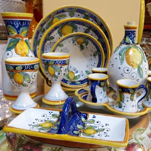 Alcantara is handmade and hand painted in the Umbria region in a town called Deruta which has been well-known throughout centuries for its ceramics production.