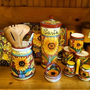 Handmade and hand painted in the Umbria region in Italy, sold at Italian Pottery Outlet.